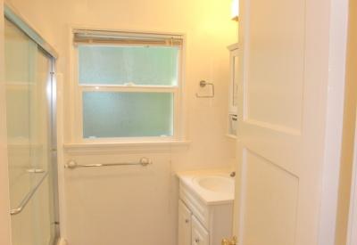 874 Alandele Avenue  Museum Square 1 Bedroom Rental 90036 Full Bath